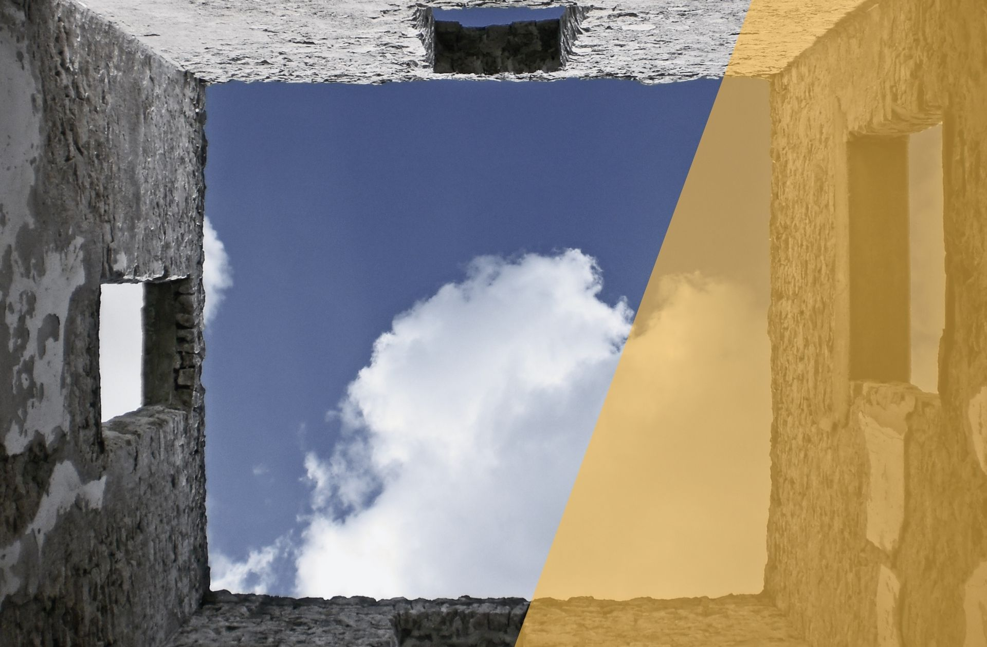 Haus ohne Dach mit Blick in den Himmel